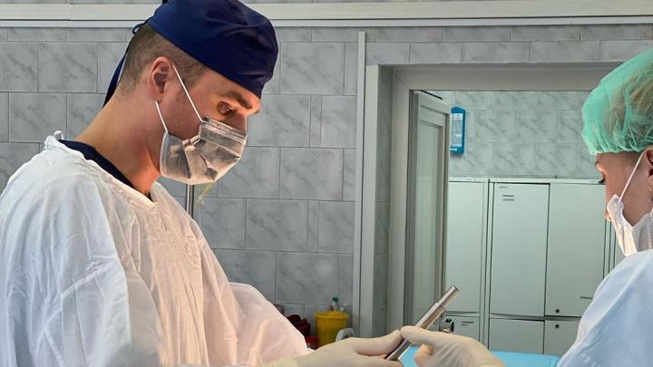Могла задохнуться: из грудной клетки кормящей сибирячки удалили большую опухоль