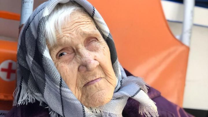 Стало известно, как себя чувствует 94-летняя пенсионерка, которую поили уксусом квартиранты