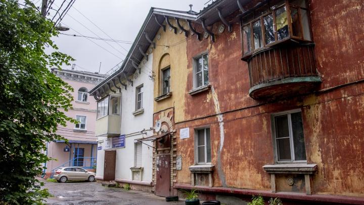 Спряталась душа города: как живут крохотные улочки под боком у шумного проспекта
