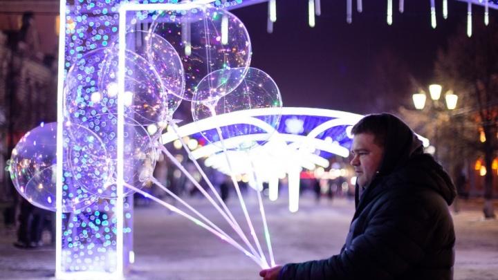 К Новому году в Челябинске подсветят пешеходные дорожки и установят интерактивные качели