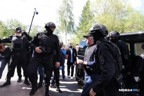 Быкова задержали в собственном доме, на следующий день поместили под арест