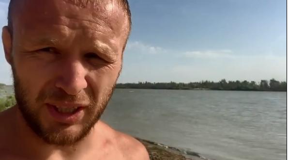 Омский боец Александр Шлеменко обнаружил в реке труп мужчины