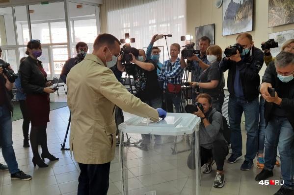 Вадим Шумков голосовал на участке в КВЦ
