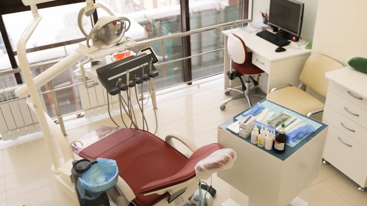 Имплантация за 16 000 и чистка за 2500: «Ультра-Дент» запустил сумасшедшие акции перед Новым годом