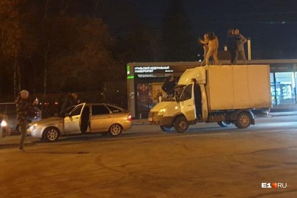 Чего только ночью на улицах Екатеринбурга не увидишь