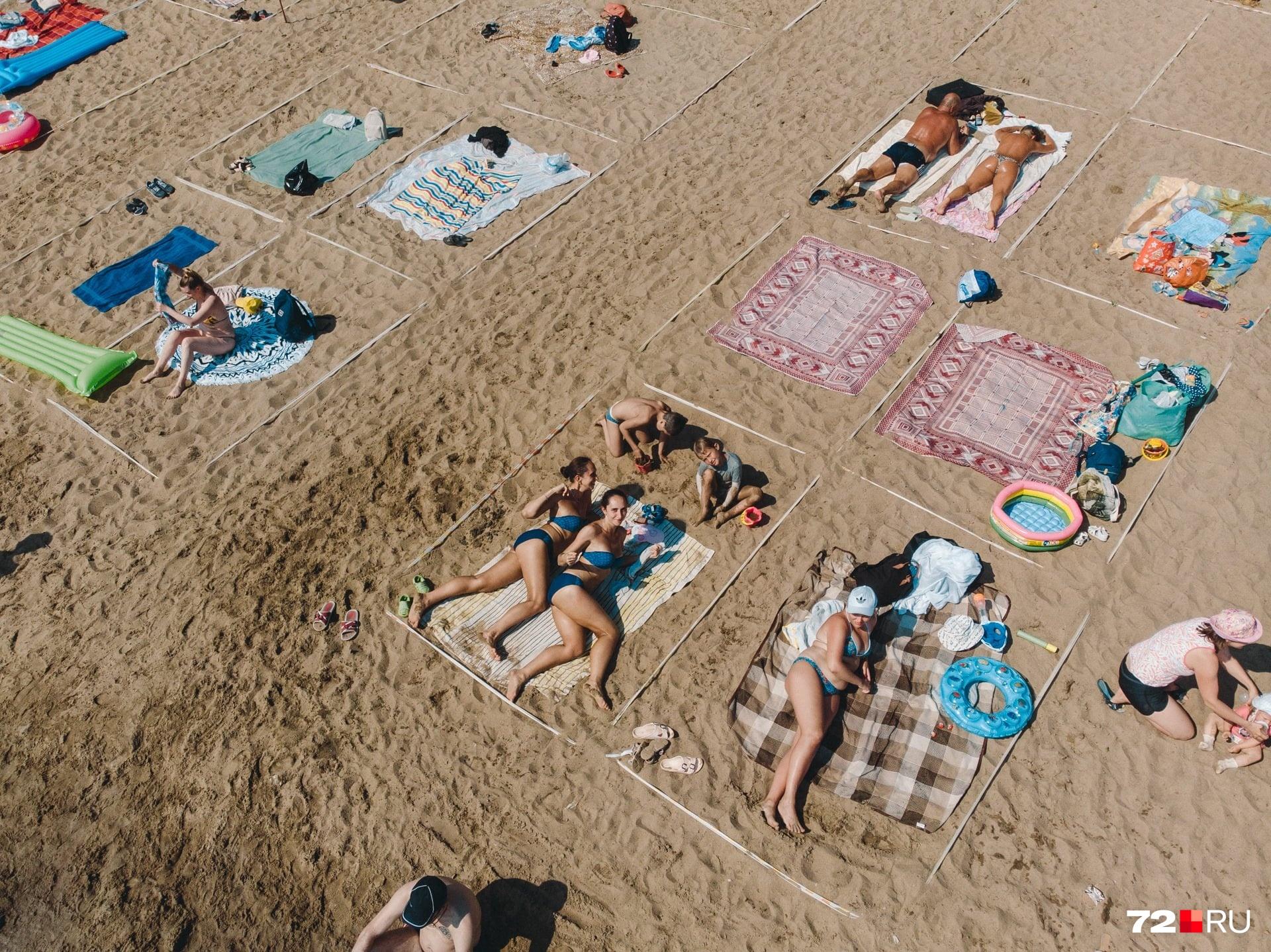 Непривычный отдых этим летом ждал пляжных тусовщиков: вот так отдыхали и соблюдали дистанцию в Тюмени