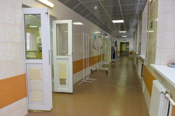 COVID-19 обнаружили в двух отделениях из 16
