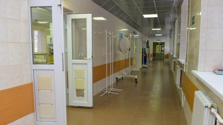 В двух отделениях психиатрической больницы на Сибирском тракте обнаружили COVID-19