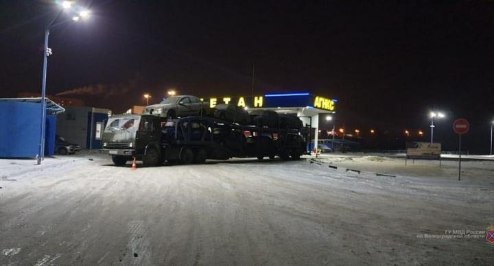 На трассе в Волгоградской области грузовик раздавил своего водителя
