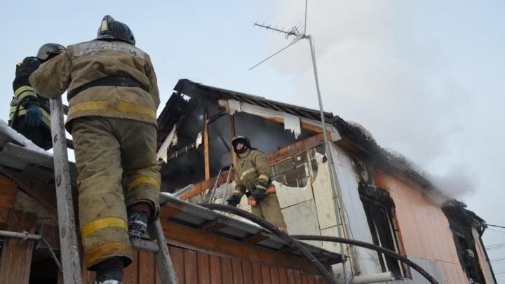 Двое мужчин сгорели в гаражном боксе в Сосновоборске