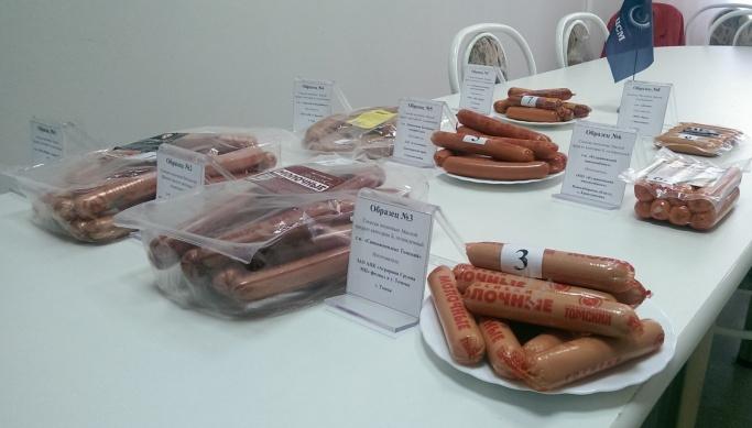 «Пять из восьми — фальсификат»: специалисты проверили сосиски с полок красноярских магазинов