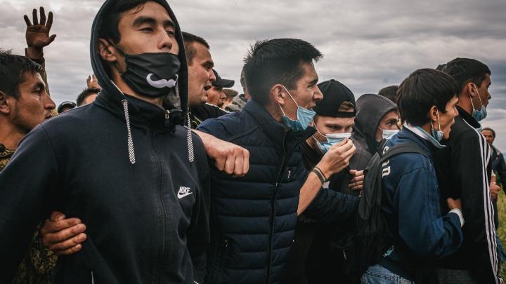 Удрученный Хабиров, рыдающий Куштау и заграждения из «колючки»: протесты на шихане в 14 фотографиях