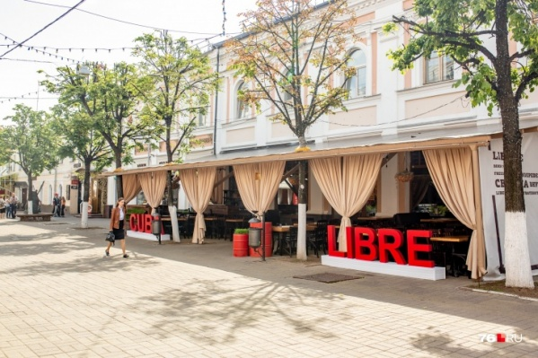 Трудно представить центральную улицу Ярославля без привычных летних кафешек