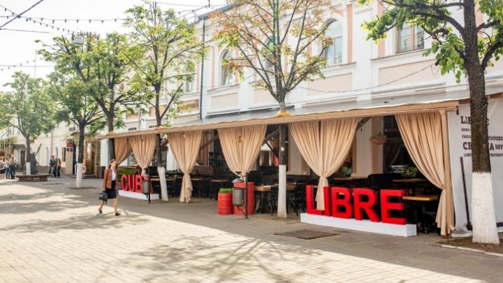 Центр сдался: на улице Кирова сдают в аренду помещения сразу нескольких кафе и магазинов
