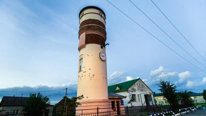 Под Тюменью приставы «рассекретили» мужчину, накопившего долг за ЖКУ — больше трехсот тысяч рублей
