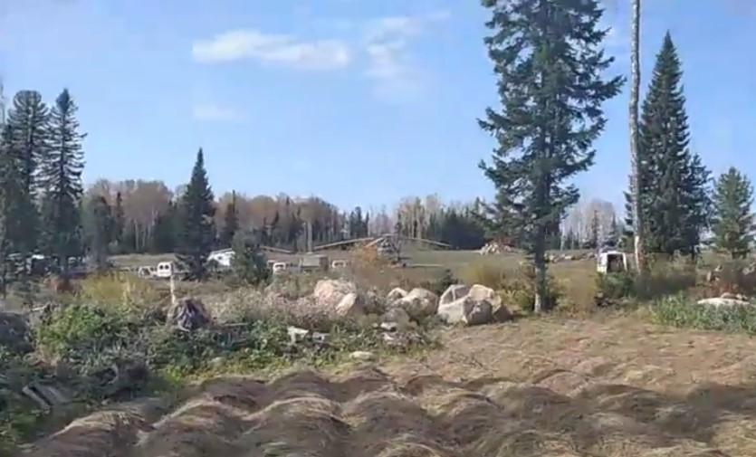 Сейчас рядом с общиной стоят вертолеты