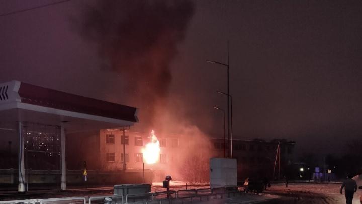 «Хорошо, что АЗС по соседству закрыли»: в микрорайоне Парковом произошел пожар