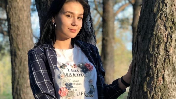 17-летняя девушка с татуировкой-цветком бесследно исчезла в Волгоградской области