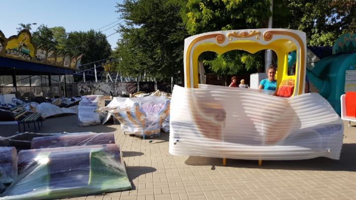 «Я сделал все, что мог. Но положение очень сложное»: в центре Волгограда расчищают разоренный парк аттракционов