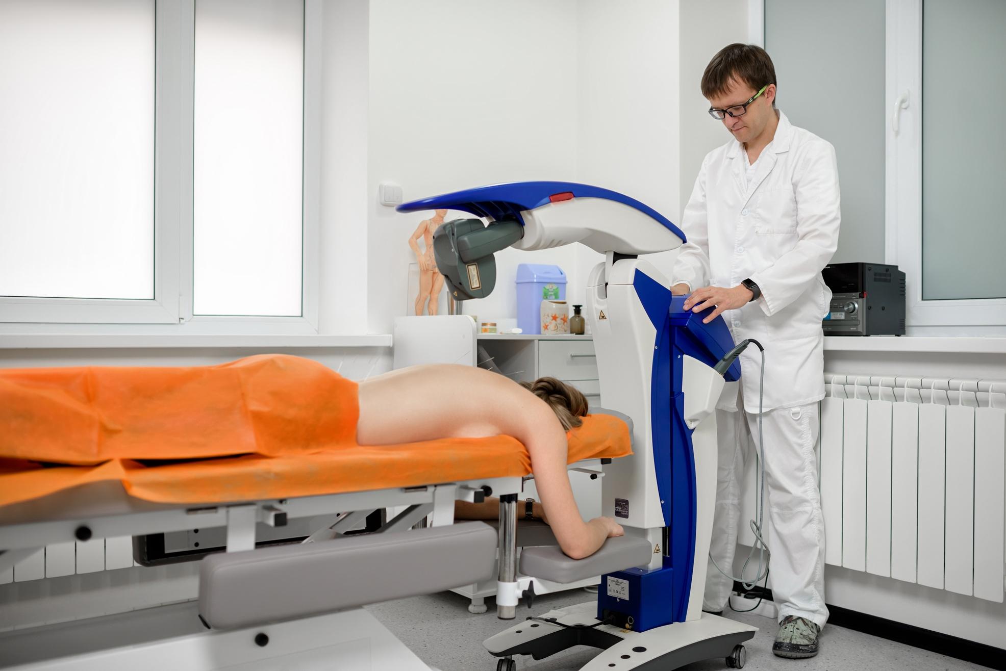 В основу лечебной программы входят роботизированная лазеротерапия, высокоиндуктивная магнитотерапия, иглорефлексотерапия, фармакопунктура и плазмотерапия