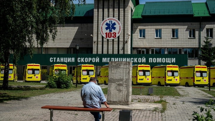 В Новосибирской области появились 30 новых скорых для борьбы с ковидом — показываем, что у них внутри