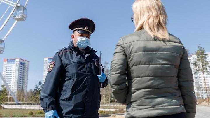 «Остановили на улице и оштрафовали на 4000»: полиция назвала фейками сообщения о штрафах за отсутствие масок