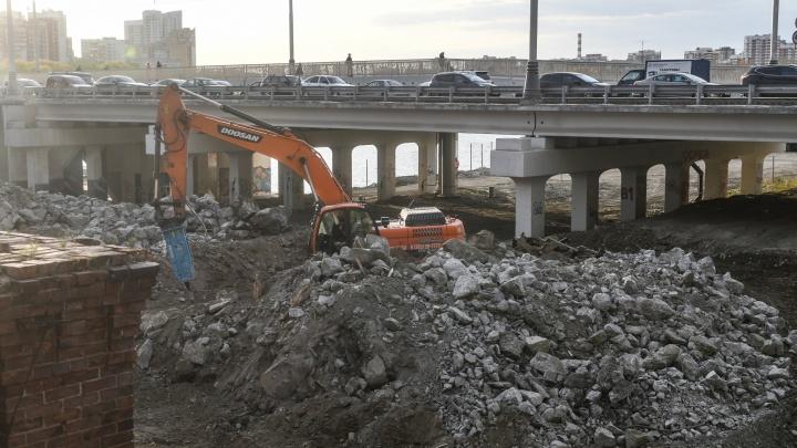 Стоять в пробках еще долго: власти Екатеринбурга назвали сроки строительства Макаровского моста