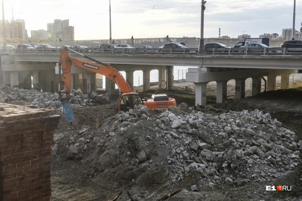 Помимо строительства самого моста власти планируют благоустроить и прилегающие территории