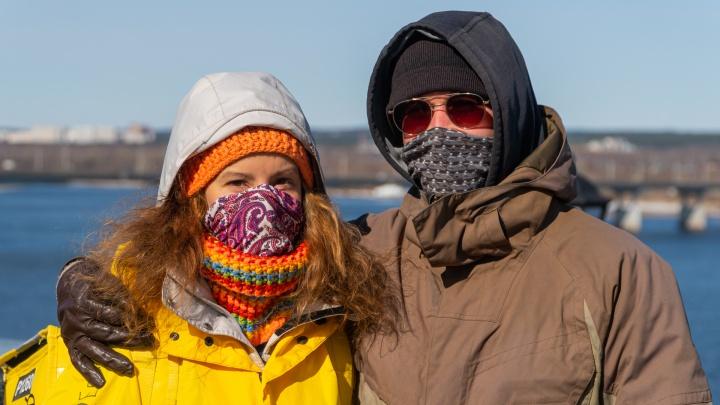 В МЧС считают, что на улице маску носить не надо. Рассказываем, что на это ответили в оперштабе Прикамья