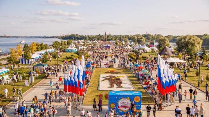 Всё в одном месте: изучаем площадки фестиваля еды «Пир на Волге» в Ярославле