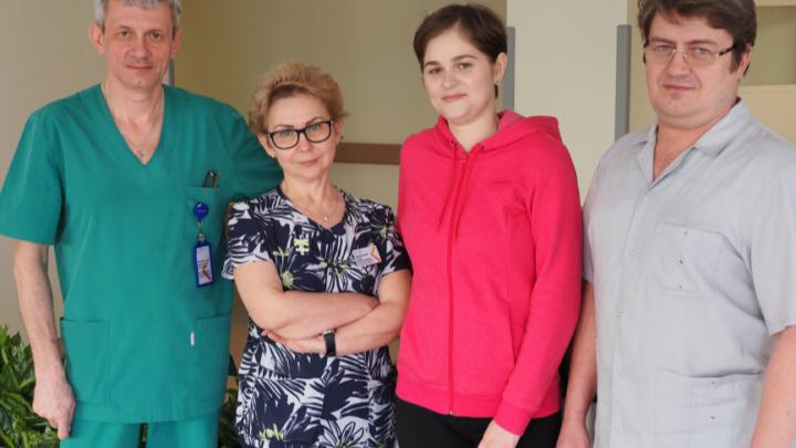 Молодая женщина пришла в больницу с жалобами на боль в животе, а у нее нашли рак яичника. На лечение ушел год