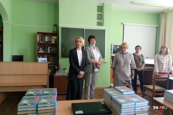 После скандала с учебниками в школу приехала первый вице-губернатор Ирина Гехт