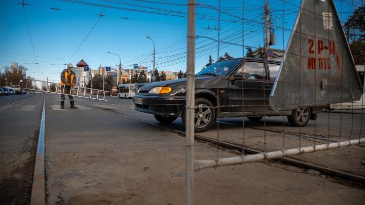Из-за коммунального ЧП на Физкультурной не ходят трамваи, а автобусы пустили в объезд