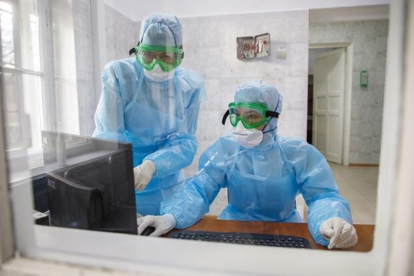 Взрослых пациентов с подозрением на COVID-19 в инфекционных стационарах Новосибирска — 304, включая пациентов с установленным диагнозом