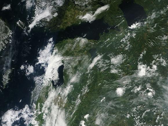 На снимках NASA из космоса видно, как шёл дым: 7 августа 2010 года он покрывал лишь южные районы Ленинградской и Новгородской областей.