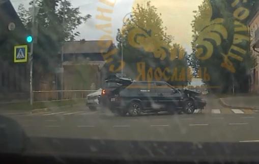«Ай, пипец»: в центре Рыбинска произошло ДТП с участием четырёх автомобилей. Видео