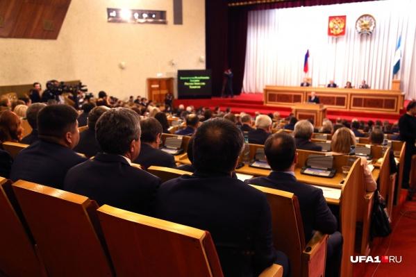 Депутаты обсуждают законопроекты и новые штрафы