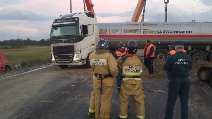 «В цистерне было 17,5 тонны пропана»: спасатели рассказали, как предотвратили сильнейший взрыв на трассе