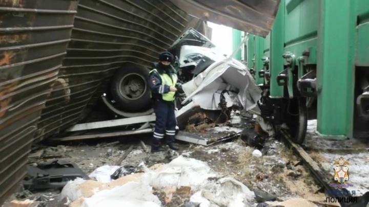 Появилось видео смертельного ДТП на железнодорожном переезде в Омске