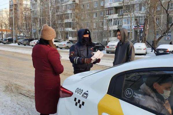 Почти половина водителей такси были без масок