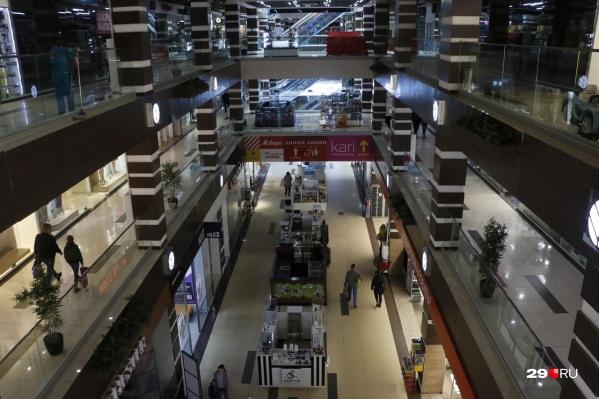 На территории Поморья могу ограничить нахождение несовершеннолетних в торговых центрах — так в правительстве области надеются сдержать рост заболевания COVID-19