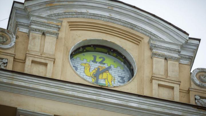 В Челябинске выбрали дизайн часов для здания на площади Революции