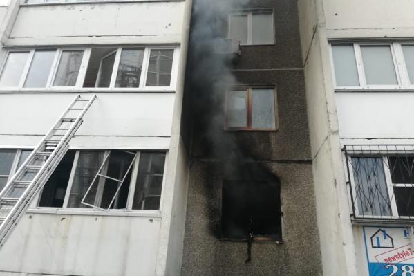 Пожар произошёл в квартире на первом этаже дома на улице Ржевской
