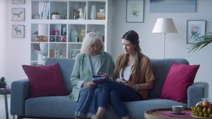 Бабушка в мобильном интернете: Tele2 запустил полезные онлайн-лекции для людей старшего поколения