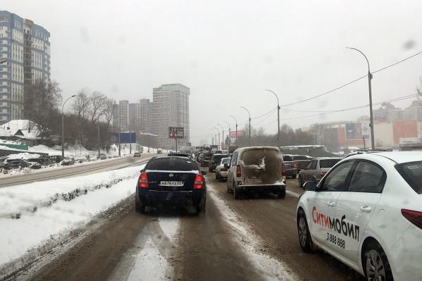 Такая пробка образовалась на улице Ипподромской