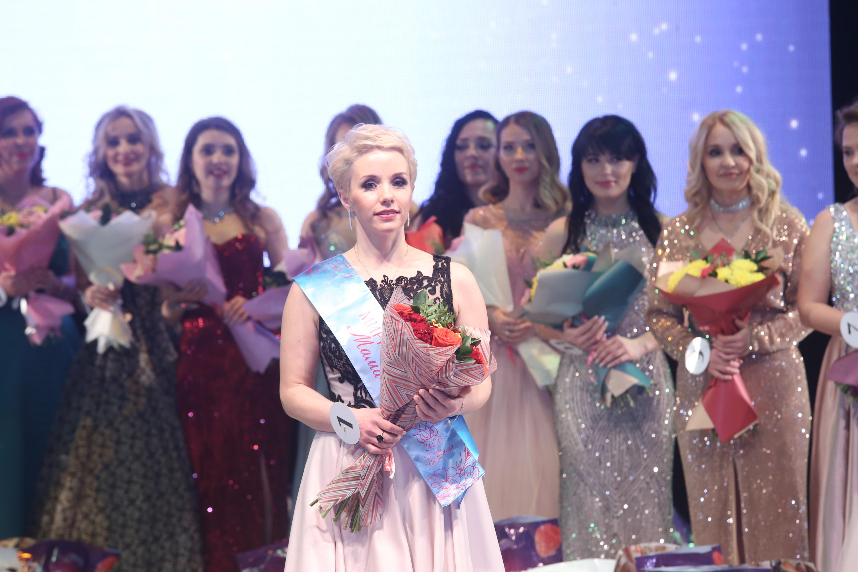 В финале конкурсантки показали танцы, костюмы и рассказали о своей семье