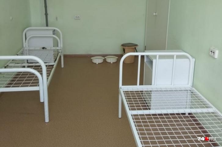 Власти объяснили, почему выбрали для челябинцев с коронавирусом больницу с палатами без туалетов