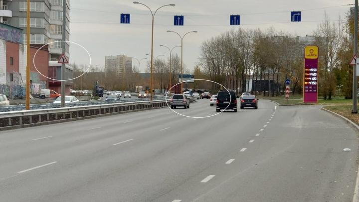 «Успели до Дня жестянщика»: на Объездной поставили знак, чтобы машины перестали вылетать с дороги