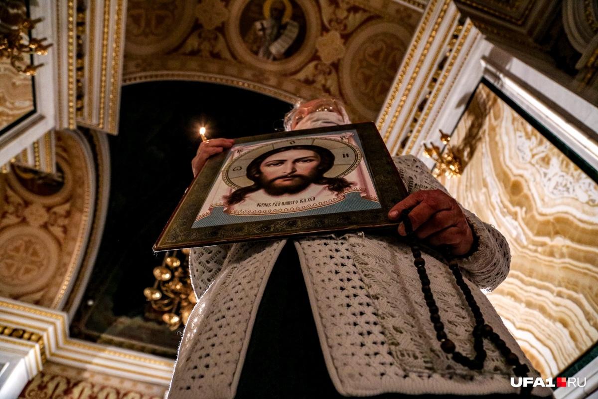 Такого вы больше не увидите: как российские храмы встречали Пасху без прихожан