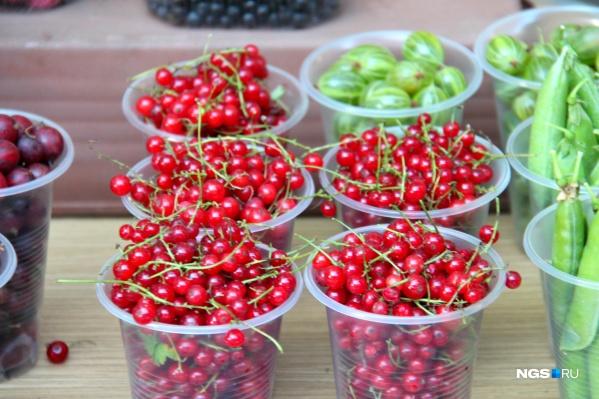 Стакан красноплодной смородины стоит 100 рублей